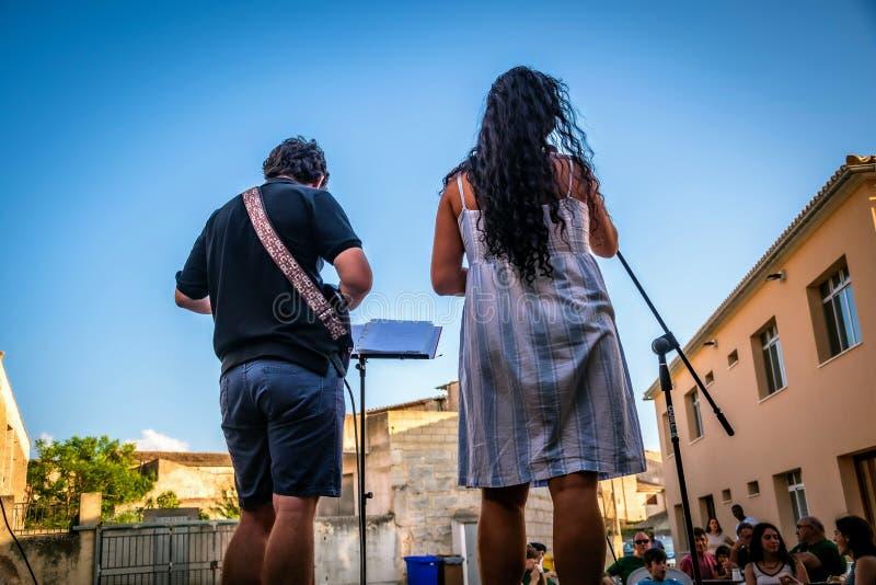 De zomerviering in een kleine stad in Mallorca, Spanje royalty-vrije stock afbeeldingen