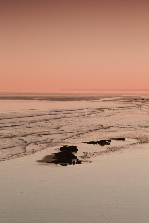 De zomerzonsondergang over de horizon royalty-vrije stock foto