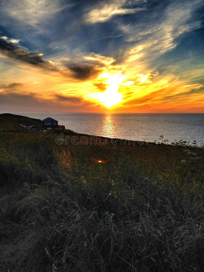 De zon is bij de rand van de wereld stock foto's