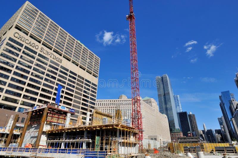 De zon-Tijden van Chicago en bouw van Chicago stock afbeeldingen