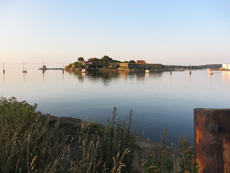 De zon van de het eilandochtend van het Karlshamnkasteel stock afbeeldingen