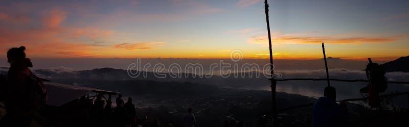 De zon van de de vulkaanmening van zonsondergangbali stock foto's