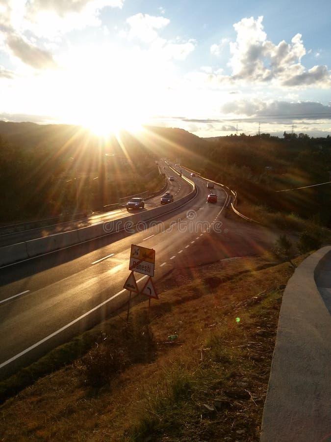 De zonmening van Nice over weg royalty-vrije stock afbeeldingen