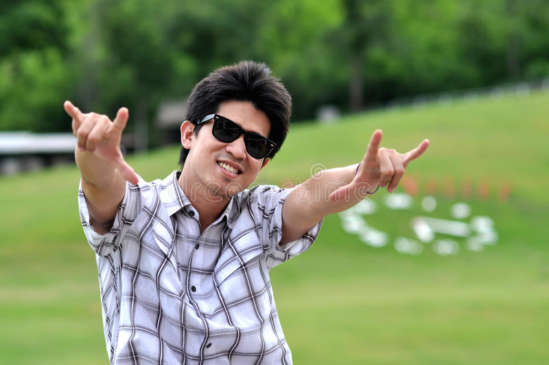 De Zonnebril van de Mens van Azië Thailand houdt van Punt stock afbeeldingen