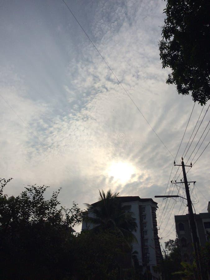 De zonnestraalwolk van Mangalore van de aardzonsopgang royalty-vrije stock afbeelding