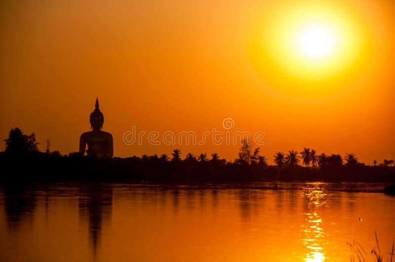 Download De zonsondergang stock foto. Afbeelding bestaande uit romantisch - 39118512