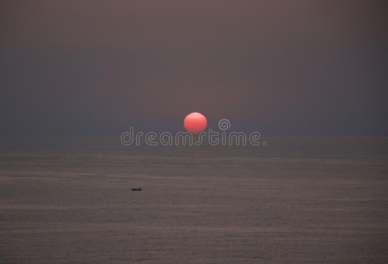De zonsondergang in Beiroet, Libanon stock afbeeldingen