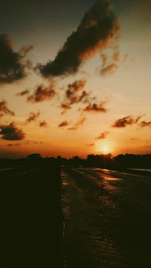 De zonsondergang is Goed royalty-vrije stock fotografie