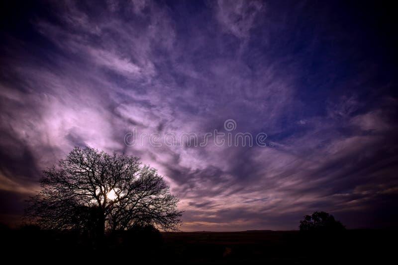 De zonsondergang kan een regenboog zijn stock afbeelding