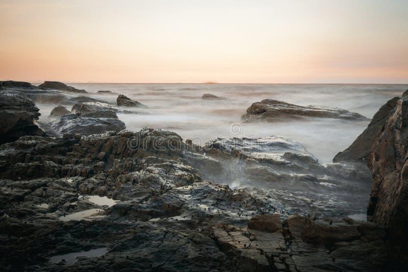 De zonsondergang op de kust van doet Zoon stock foto