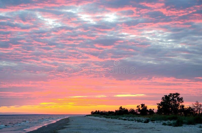 De zonsondergang op het overzees stock fotografie