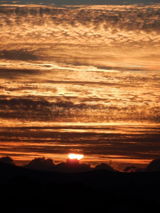 De zonsondergang over legt vast royalty-vrije stock foto's