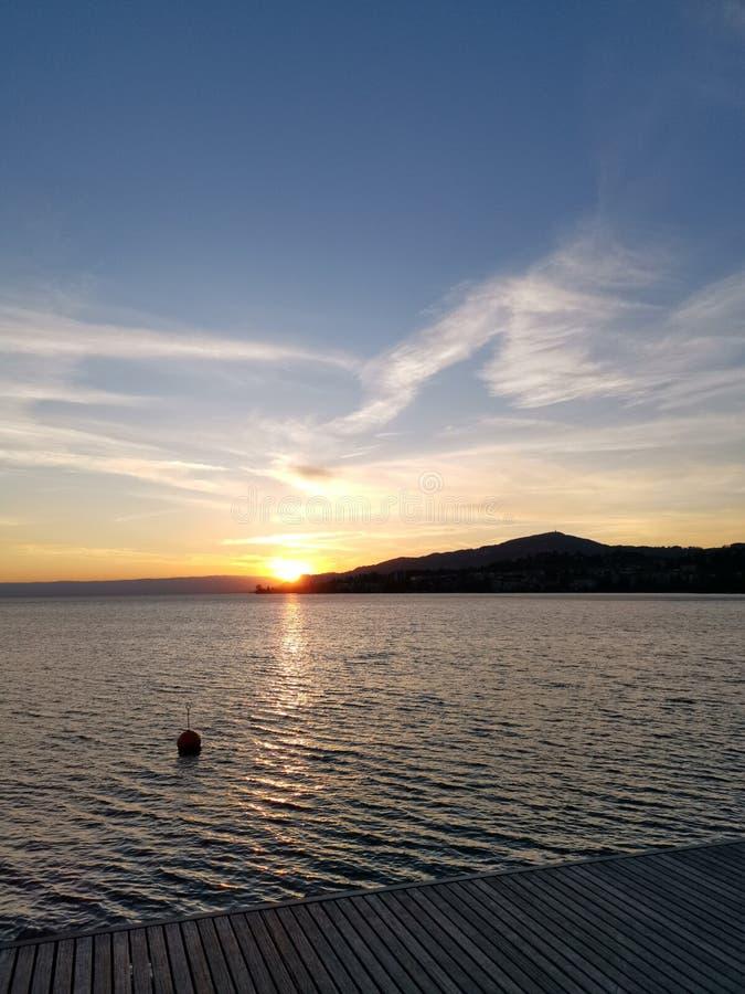 De zonsondergang over meer Genève nam in Montreux royalty-vrije stock fotografie