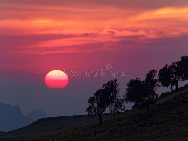 De zonsondergang in semien bergen royalty-vrije stock foto