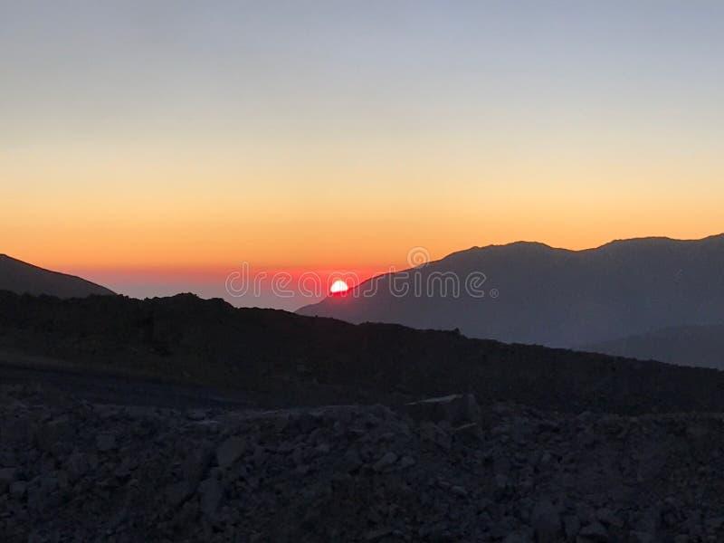 De zonsondergang van de Atacamawoestijn en explotion van kleuren royalty-vrije stock foto's