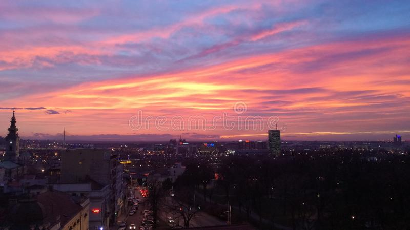 De zonsondergang van Belgrado stock afbeeldingen
