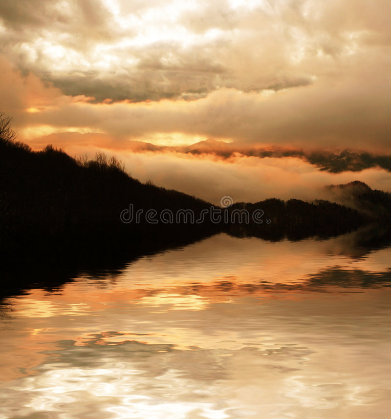 De zonsondergang van bergen royalty-vrije stock fotografie