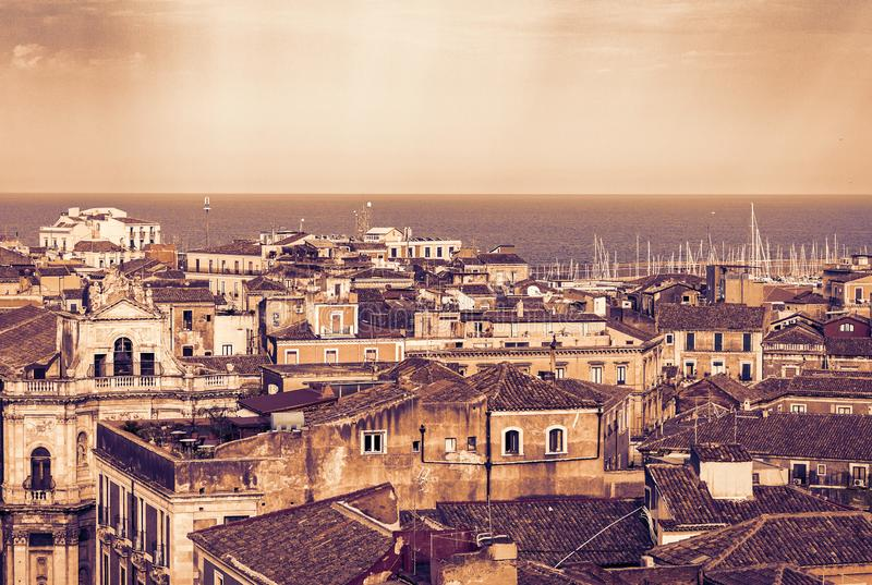 De zonsondergang van Catani?, luchtcityscape, traditionele architectuur van Sicili?, Zuidelijk Itali? stock afbeelding