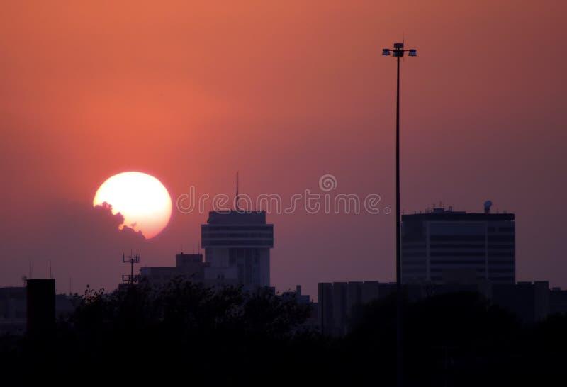 De zonsondergang van de binnenstad stock foto