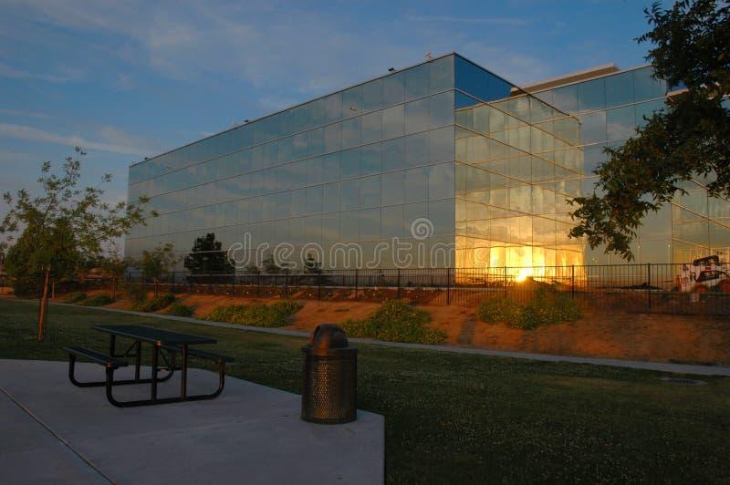 De Zonsondergang van de Bouw van het bureau royalty-vrije stock fotografie