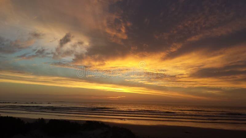 De zonsondergang van de kleurenplons stock afbeelding