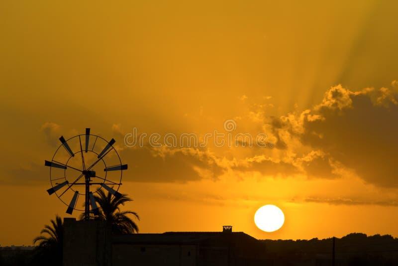 De Zonsondergang van de Mallorcanwindmolen royalty-vrije stock foto