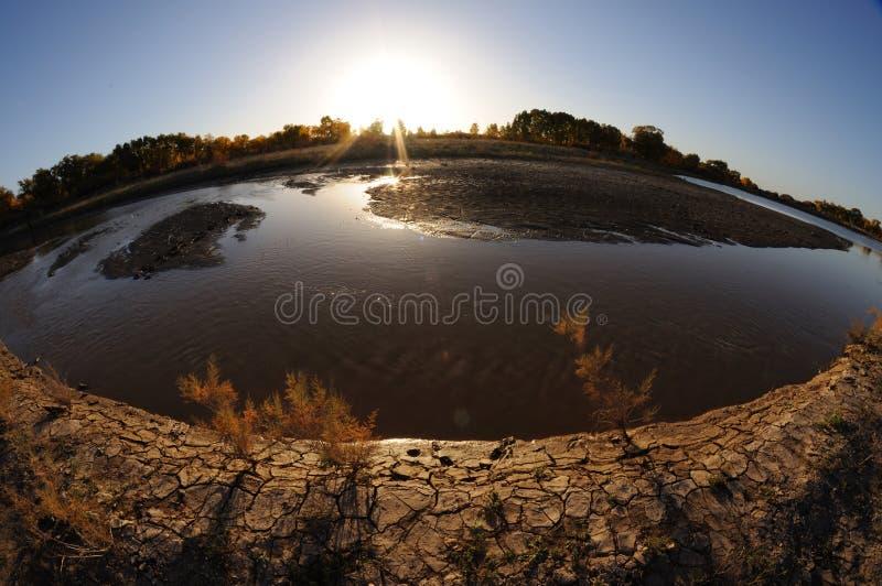 De zonsondergang van de rivier stock afbeeldingen