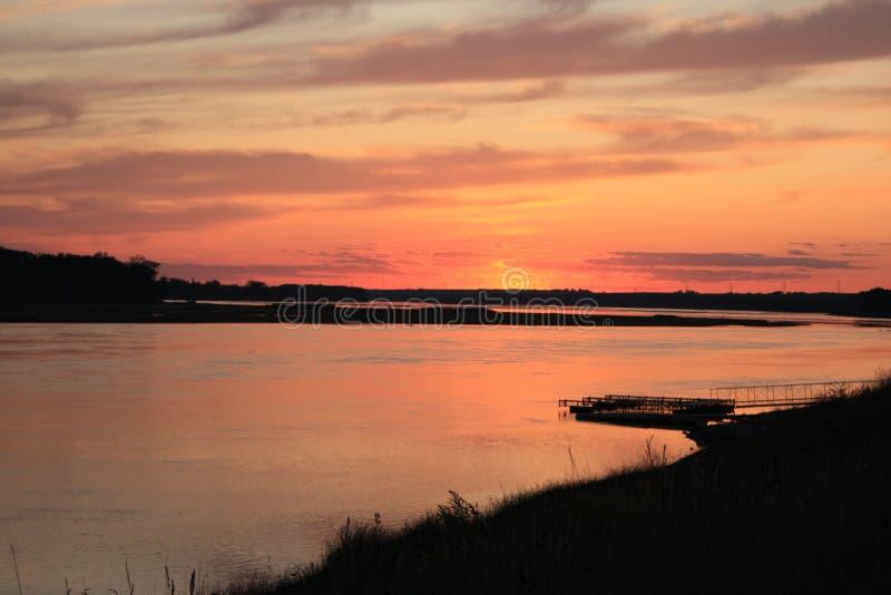 De zonsondergang van de Rivier van Missouri royalty-vrije stock foto
