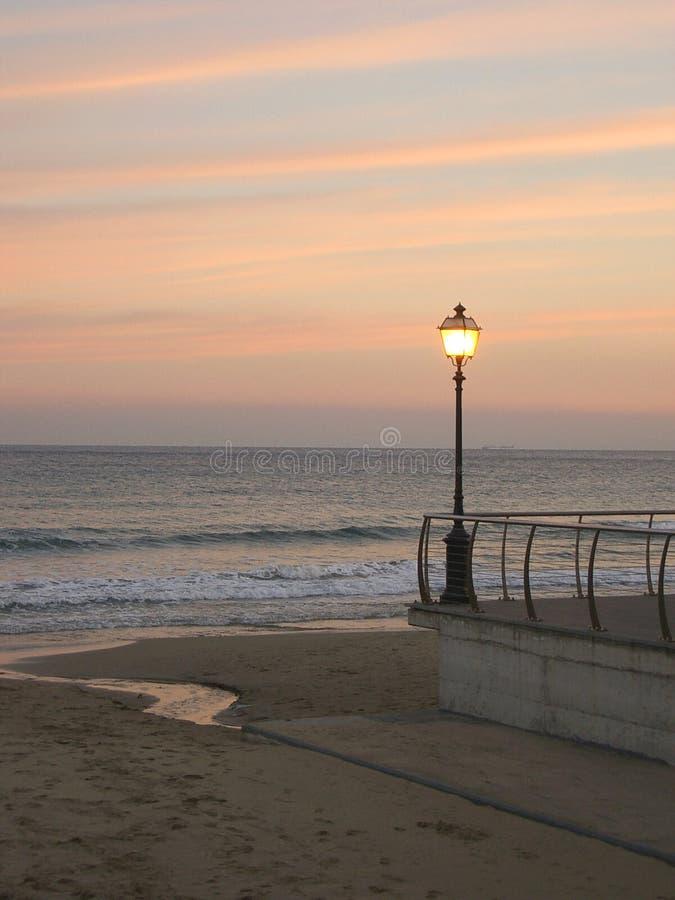 De zonsondergang van de straatlantaarn royalty-vrije stock foto's