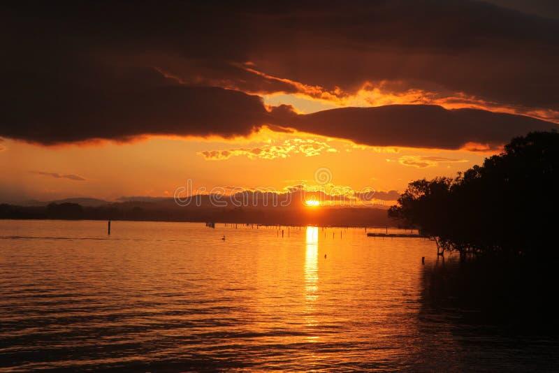 De Zonsondergang van de Hastingsrivier - Haven Macquarie - NSW Australië stock foto
