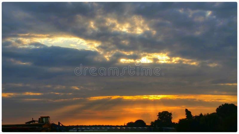 De zonsondergang van hemelwolken stock fotografie