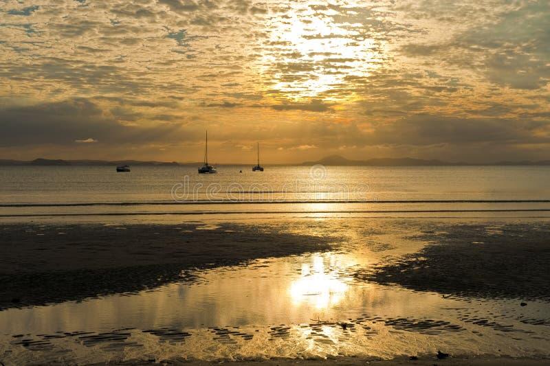 De Zonsondergang van het eiland royalty-vrije stock afbeelding