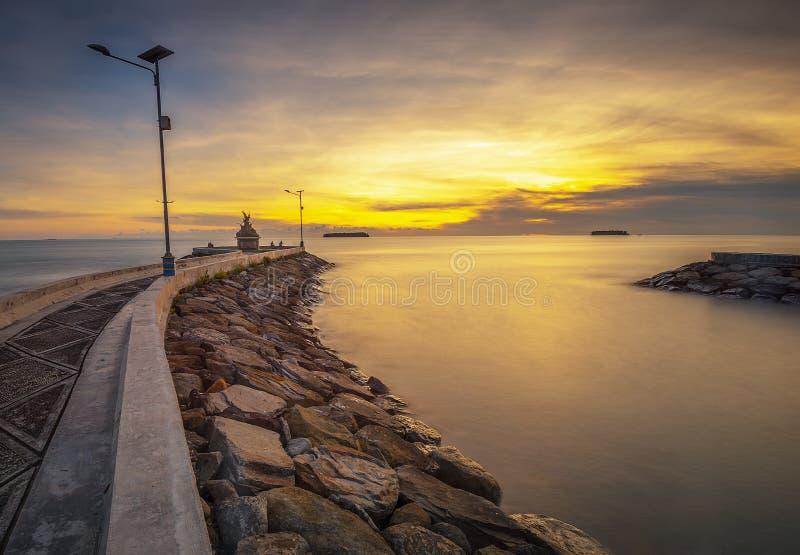 De zonsondergang van het fotopanorama van prachtige padang Indonesië stock fotografie
