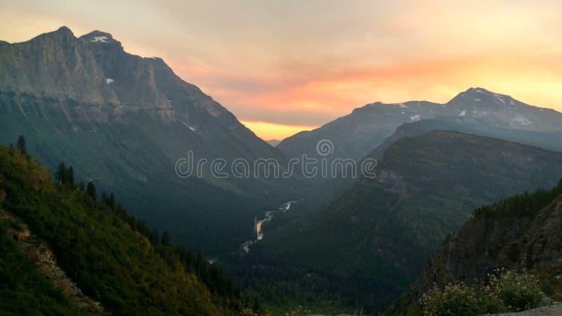 De zonsondergang van het gletsjerpark stock foto