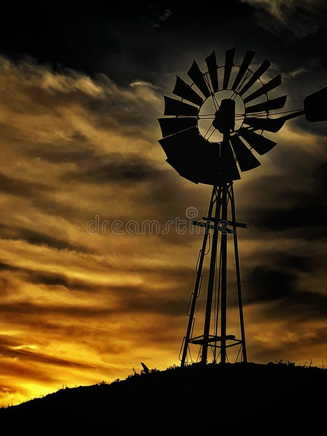 De Zonsondergang van het land stock fotografie