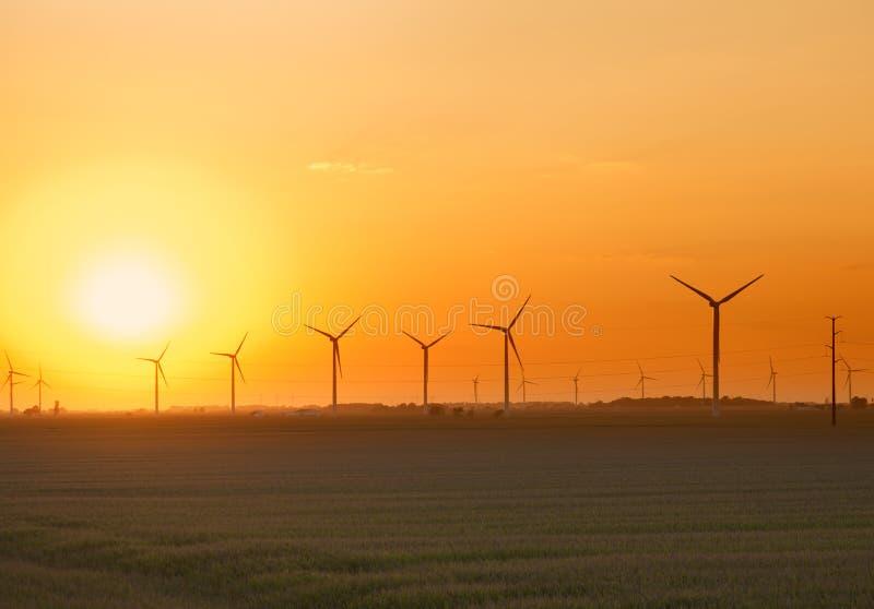 De Zonsondergang van het Landbouwbedrijf van de wind royalty-vrije stock afbeeldingen