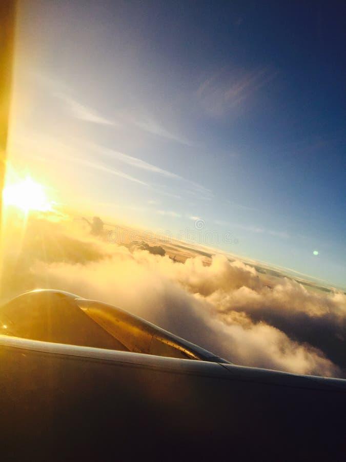 De zonsondergang van het luchtvliegtuig royalty-vrije stock foto's