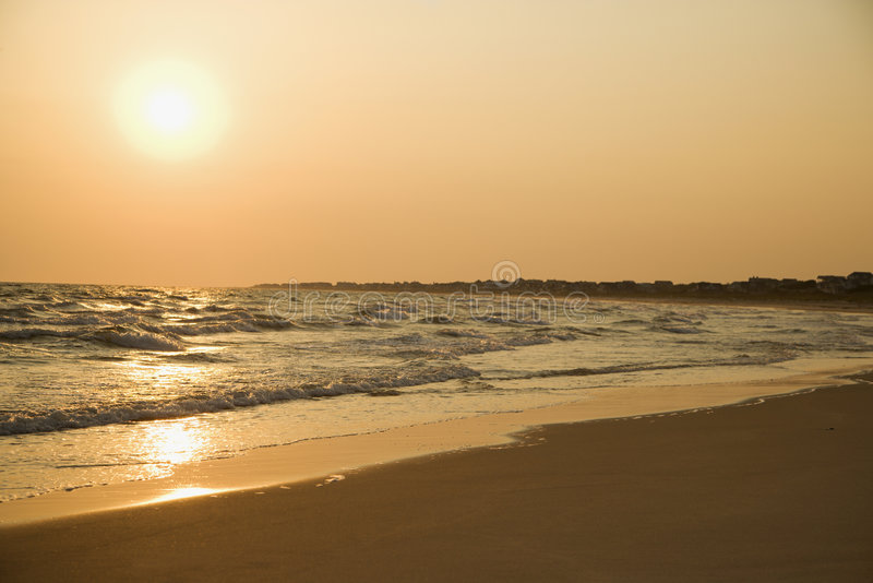De zonsondergang van het strand. royalty-vrije stock afbeelding