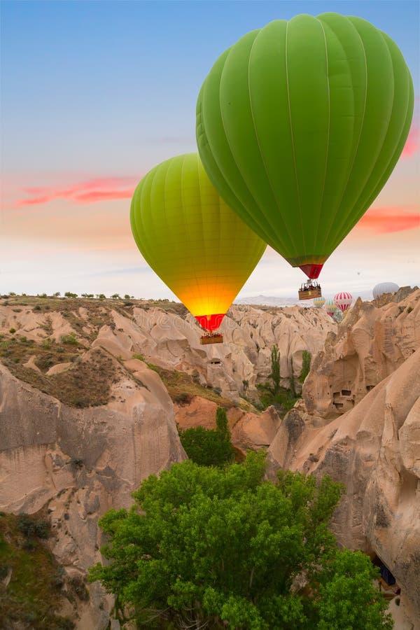 De zonsondergang van hete luchtballons, Cappadocia, Turkije royalty-vrije stock afbeelding