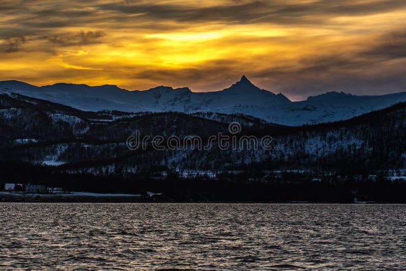 De zonsondergang van de Lyngenalp stock fotografie