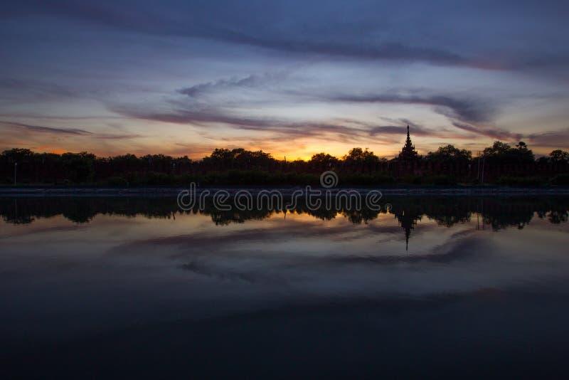 De Zonsondergang van Mandalay royalty-vrije stock afbeeldingen