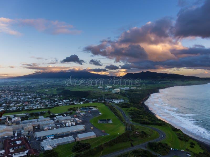 De Zonsondergang van MT Taranaki - Nieuw Plymouth, Nieuw Zeeland stock foto's