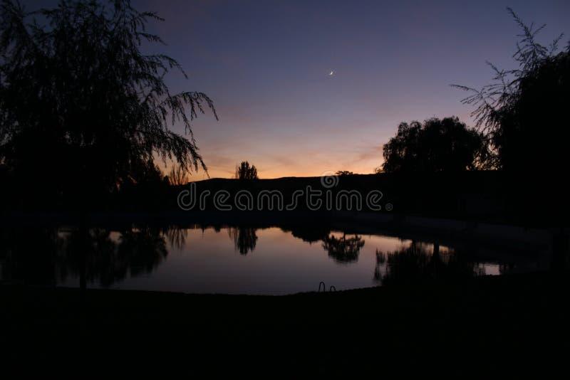 De zonsondergang van Nice in de natuurlijke lente royalty-vrije stock foto