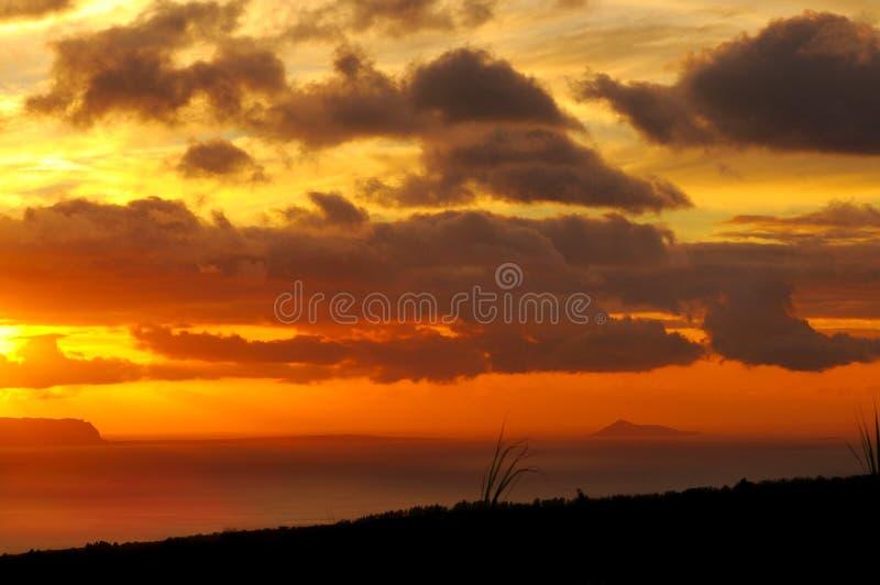 De zonsondergang van Niihau stock afbeeldingen
