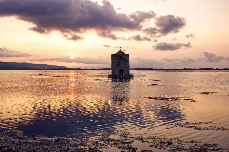 De zonsondergang van de Orbetellolagune, Toscanië stock foto's