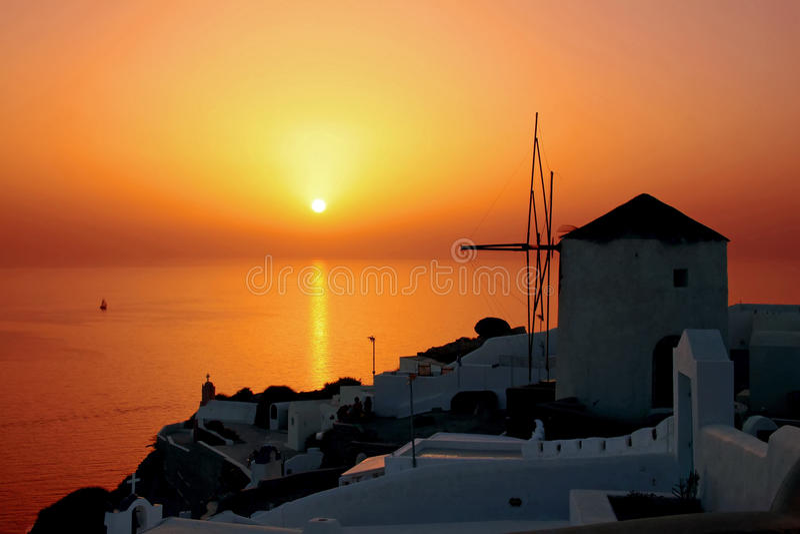 De zonsondergang van Santorini stock afbeeldingen