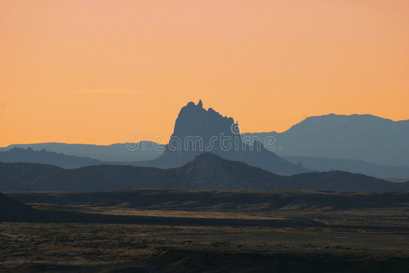 De Zonsondergang van Shiprock stock foto's