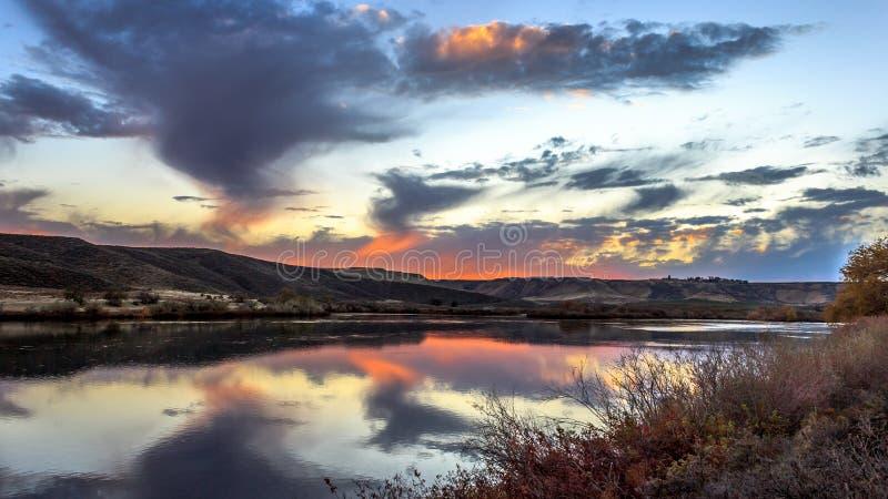 De Zonsondergang van de slangrivier royalty-vrije stock foto's