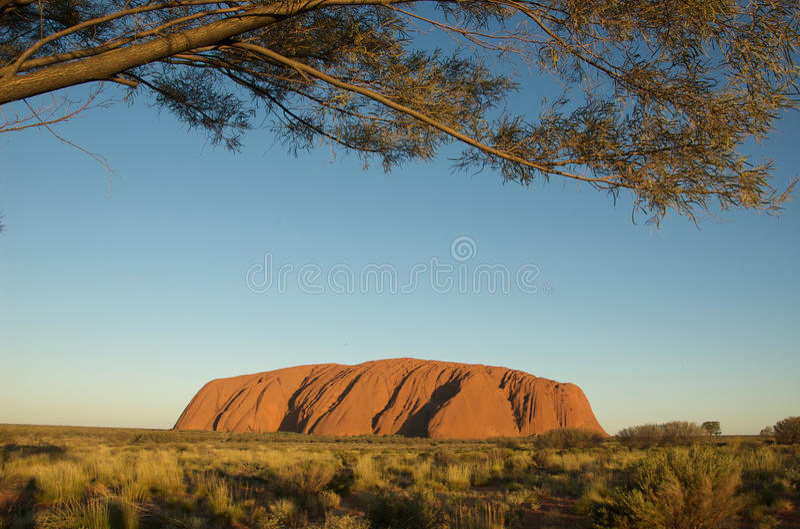 De Zonsondergang van Uluru stock afbeeldingen
