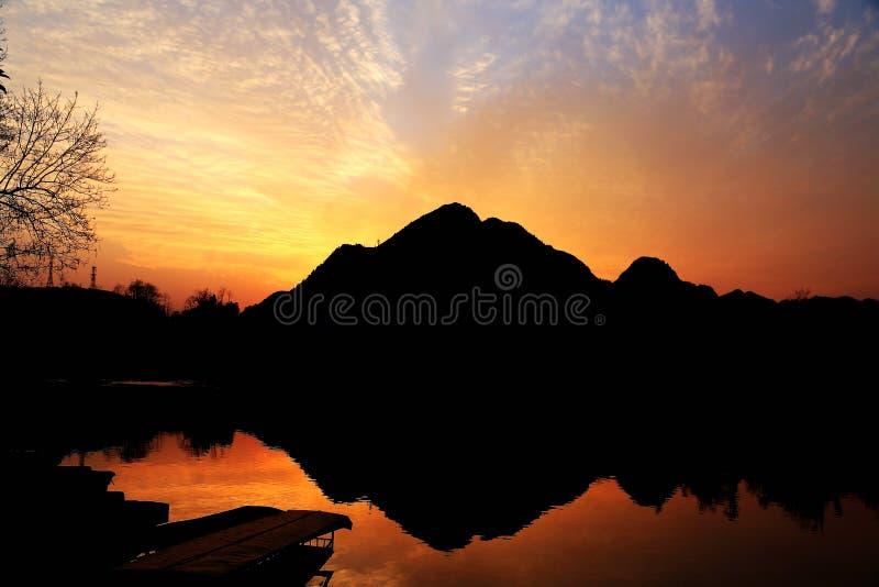 De zonsondergangmeningen van biancheng chadong oude stad in Hunan, China stock foto